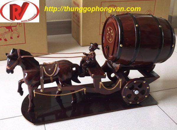 xe ngựa đơn kéo trống rượu vang