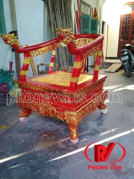 Ghế vua ngồi bằng gỗ sơn son thếp vàng