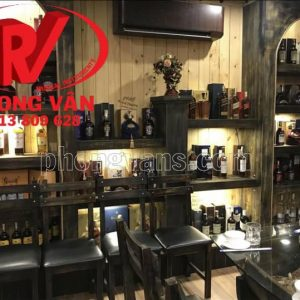 Mẫu quầy bar shop rượu ngoại bằng gỗ