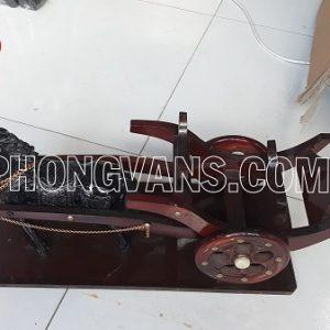 Xe ngựa kéo chai rượu vang Phong Vân