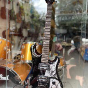 Đàn guitar điện phím lõm cao cấp màu đen Fender