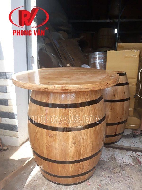 Bàn bằng thùng gỗ sồi cao 80 cm