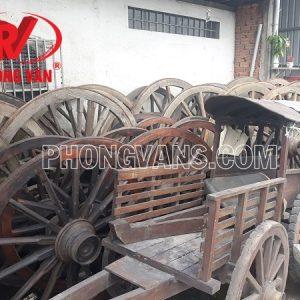 Xe bò ngựa cổ bằng gỗ