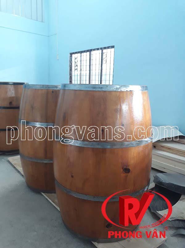 Thùng gỗ làm bàn rượu cao 95 cm