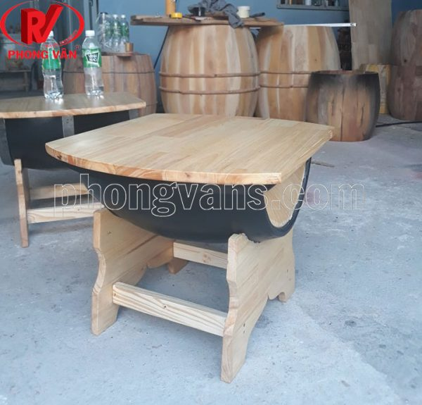 Bàn bằng thùng rượu gỗ thông