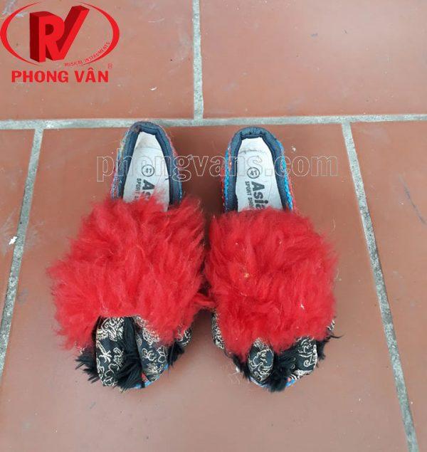 Giày múa lân lông cừu màu đỏ