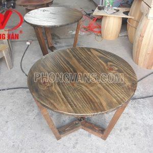 Bàn cà phê gỗ thông tròn màu giả cổ