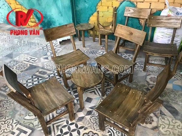 Bộ bàn ghế gỗ thông quán cafe màu giả cổ