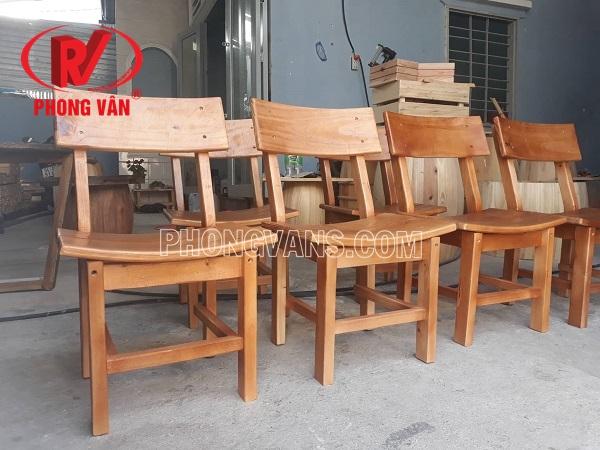 Ghế gỗ ngồi uống coffee tựa lưng