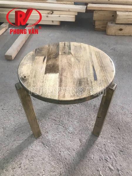 Ghế ngồi gỗ thông tròn