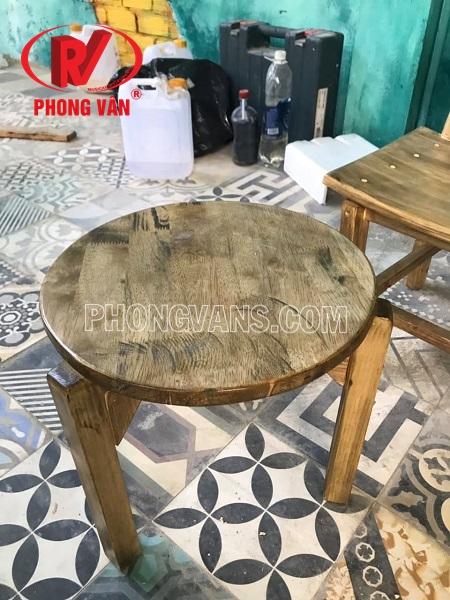 Ghế tựa gỗ thông pallet màu giả cổ