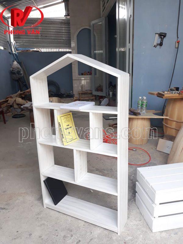 Kệ để sách bằng gỗ treo tường