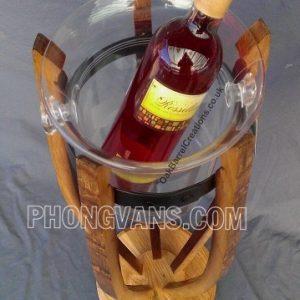 Kệ gỗ để chai rượu vang phong cách lạ