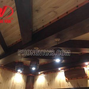 Thùng rượu vang làm đèn trần nhà phòng rượu