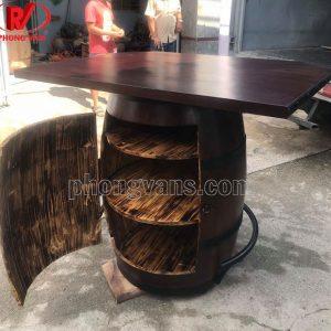 Thùng gỗ làm bàn rượu vang