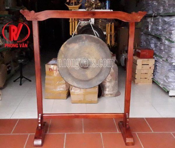 Chiêng đồng có giá treo gỗ