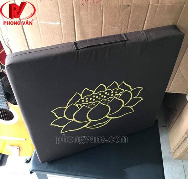 Nệm ngồi thiền màu nâu in hoa sen
