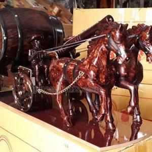 Ngựa đôi một pháo kéo trống rượu