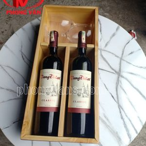 Hộp gỗ thông để 2 chai rượu vang kèm ly