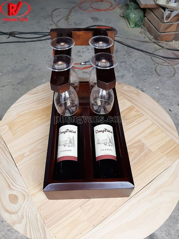 Kệ đựng 2 chai rượu và treo ly