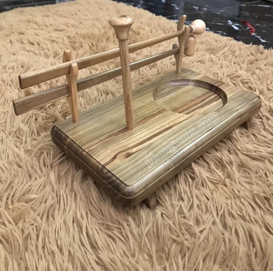 Bàn địa chung bằng gỗ có chân