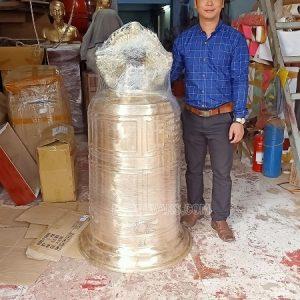 Chuông đồng đỏ nặng 250 kg