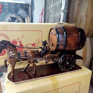 Xe ngựa đơn kéo bình rượu vang
