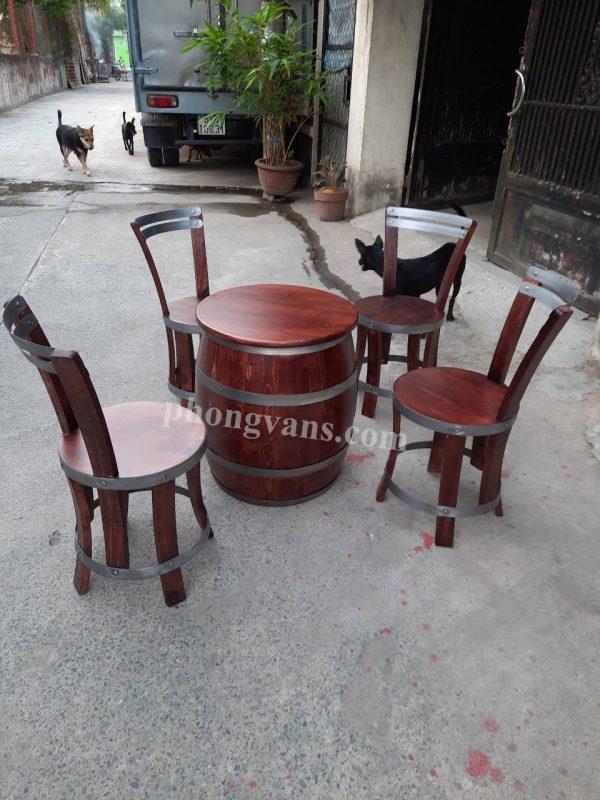 Bộ bàn ghế thùng gỗ phong cách hấm rượu cổ điển