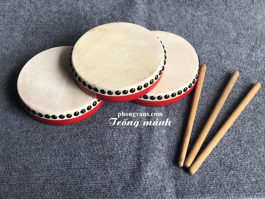 Nhạc cụ Phong Vân chuyên cung cấp sỉ lẻ các sản phẩm nhạc cụ dân tộc; nhạc cụ hiện đại chất lượng; giá ưu đãi nhất trên thị trường hiện nay. Sản phẩm của chúng tôi được bán với giá sỉ lẻ hấp dẫn. Mời quý đại lý cùng tham khảo sản phẩm Trống mảnh gỗ 20cm tại nhạc cụ Phong Vân.