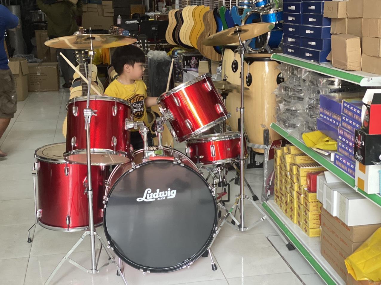 Trống jazz Ludwig màu đỏ