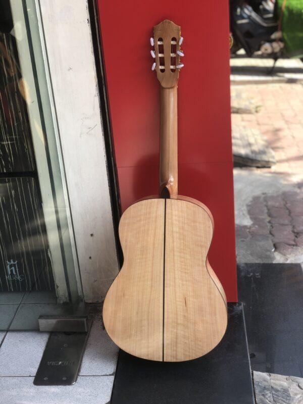 Đàn guitar classic gỗ còng cườm