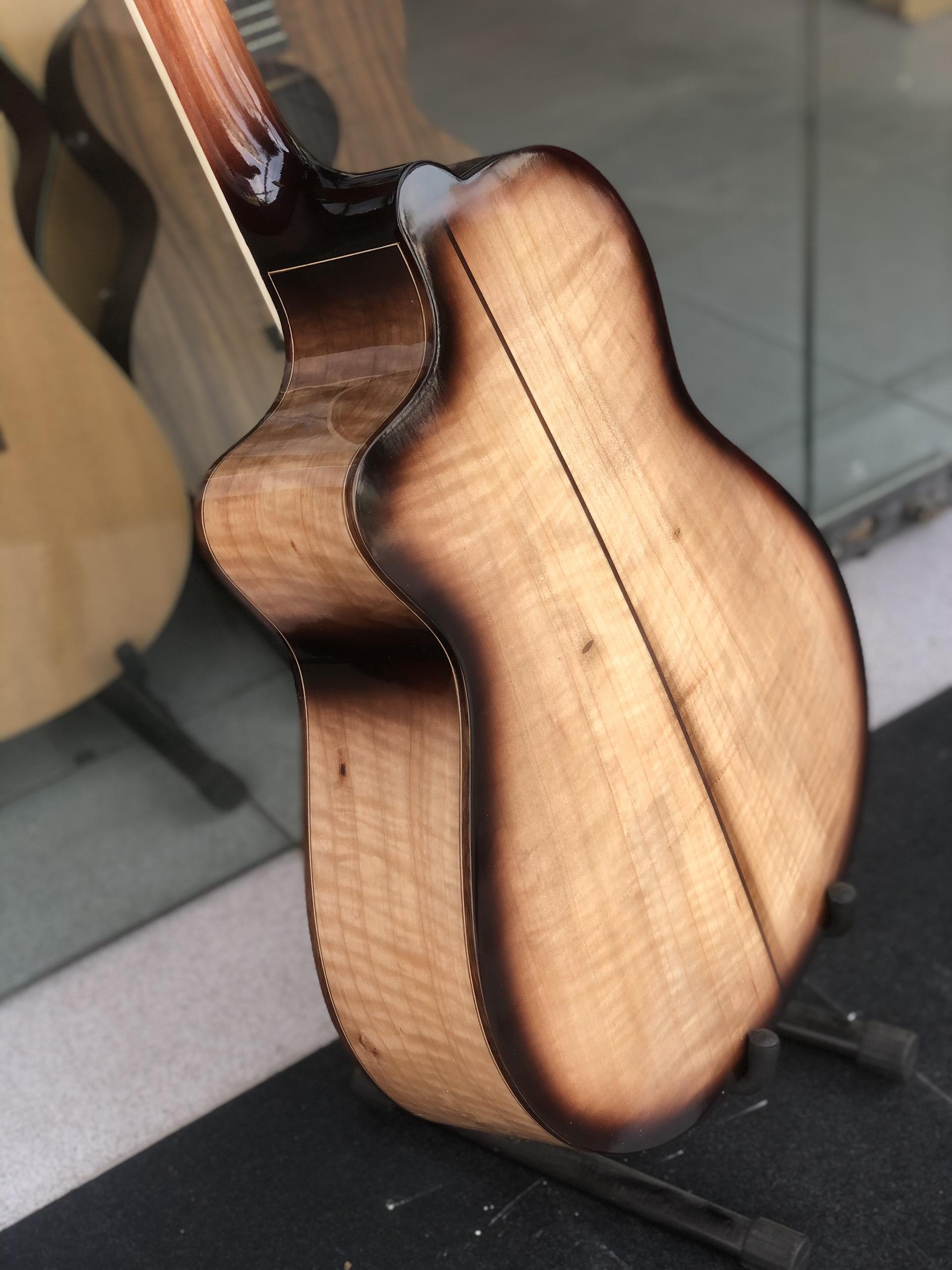 Guitar acoustic gỗ còng cườm Việt Nam