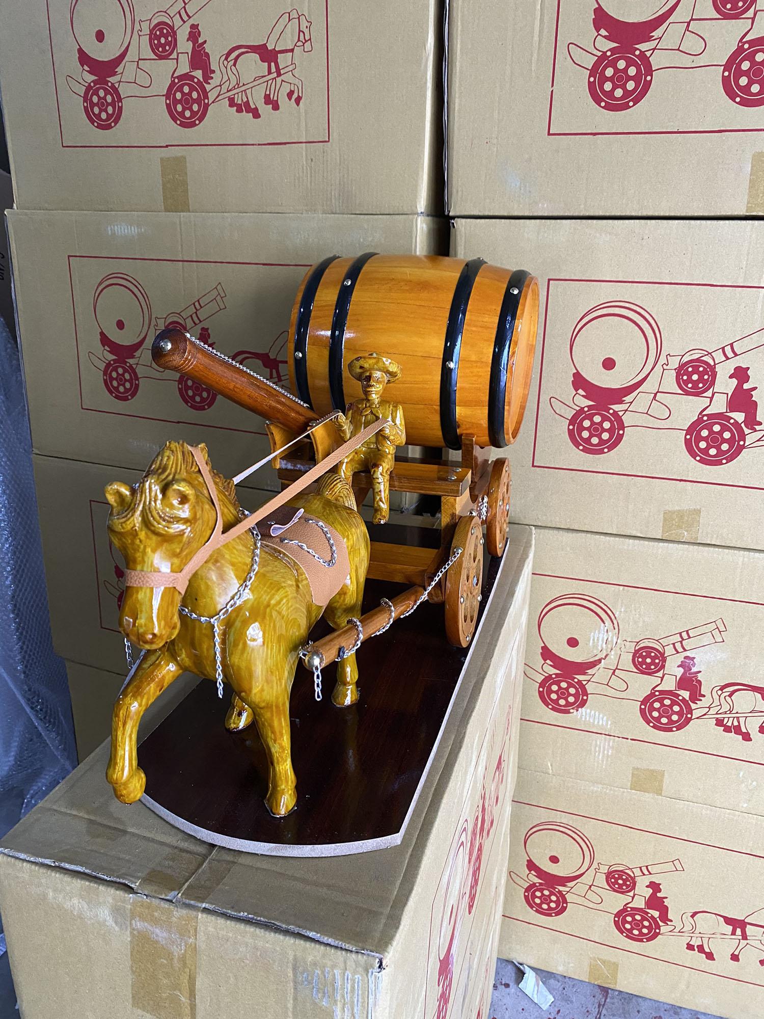 Ngựa đơn 1 pháo kéo trống rượu vang