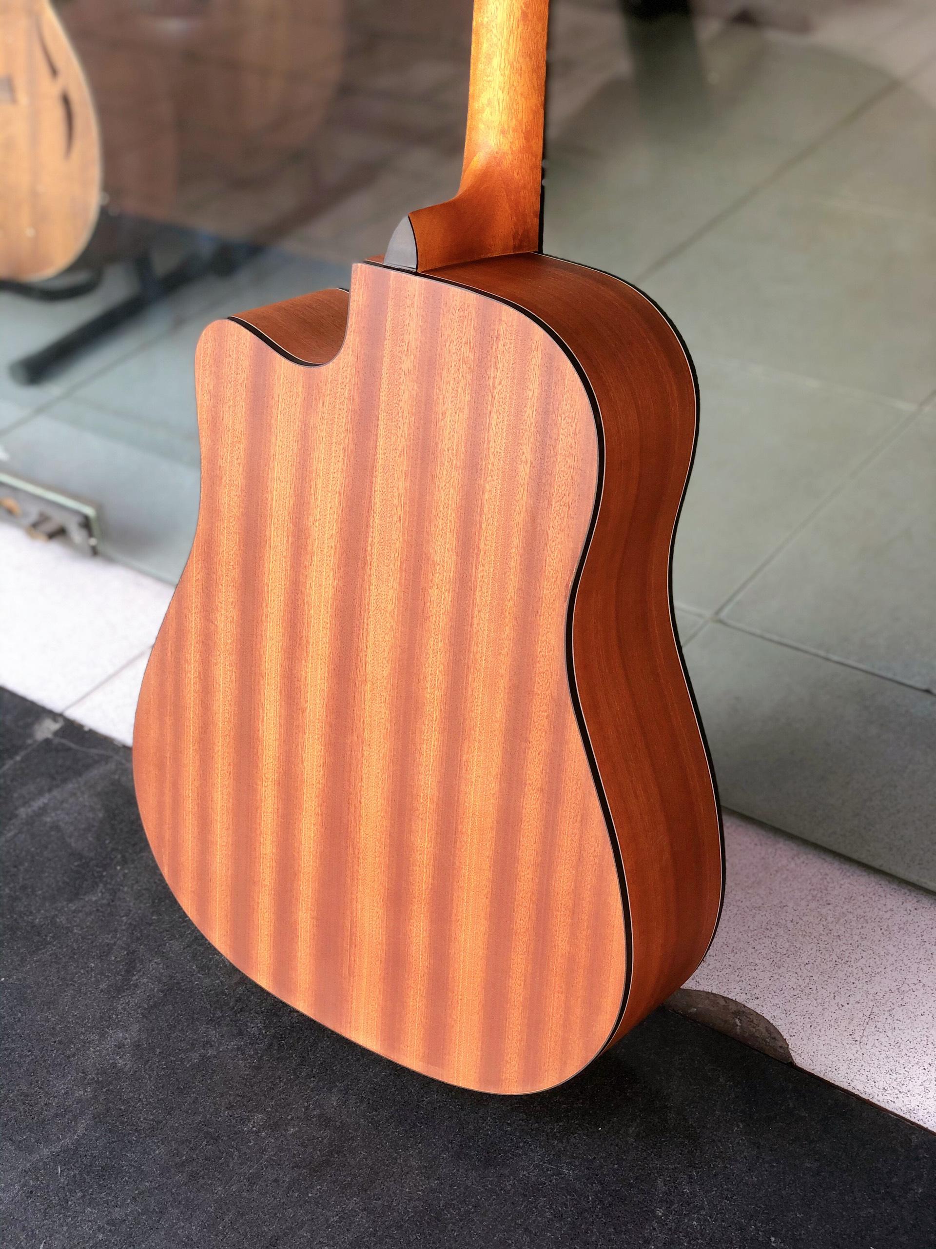 Guitar acoustic hãng Matilda M5-AC